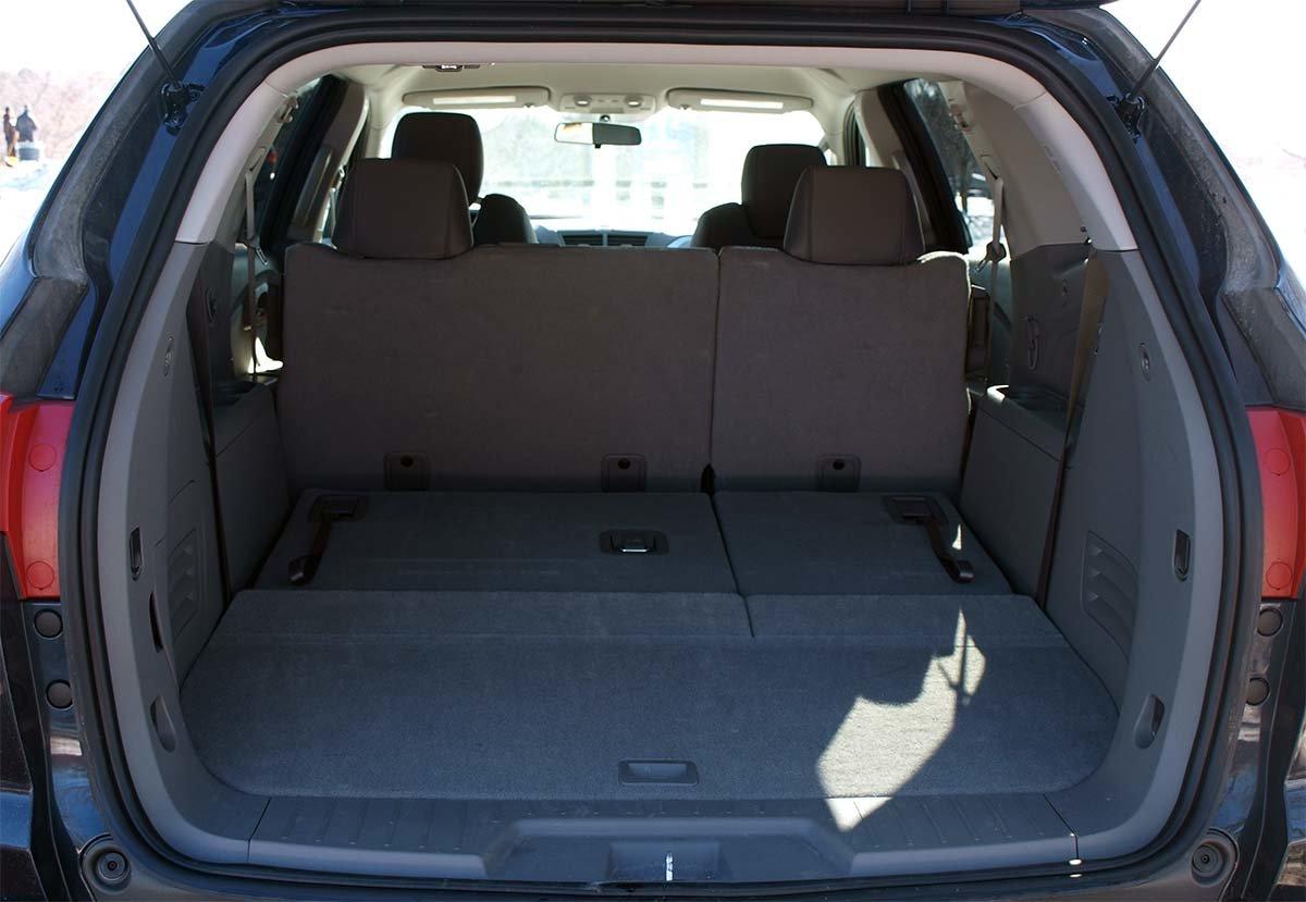 Chevrolet Traverse 2011 объем багажника